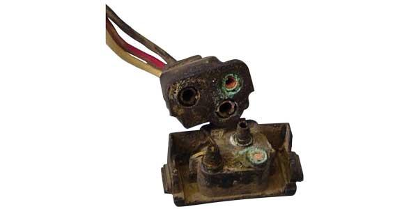 Truck-lite-Corrosion