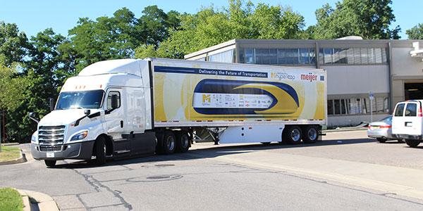 Meijer-Delivers-Hyperloop-Pod-1